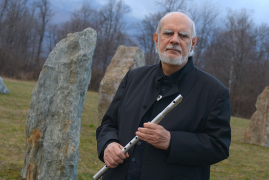 Giancarlo Barbadoro enchanted everyone with the music of his flute, the Nah sinnar learned from the Druids of Brittany, an ancient music coming from the Druidic shamanism, designed specifically for meditation