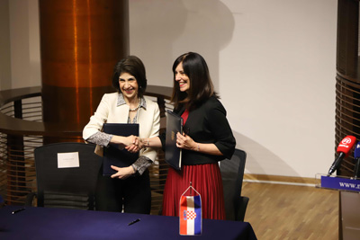 Fabiola Gianotti, CERN Director-General, and Blaženka Divjak, Minister of Science and Education of the Republic of Croatia, signed an Agreement admitting Croatia as an Associate Member of CERN