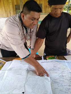 Naso King Reynaldo Alexis Santana explains the proposed boundaries of the Naso comarca in the community Solón