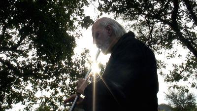 Giancarlo Barbadoro, fondatore dell'ecovillaggio di Dreamland e continuatore dell'antica tradizione dello Sciamanesimo druidico