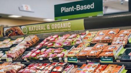 La ricca offerta di simil-carne e simil-pesce nei supermercati