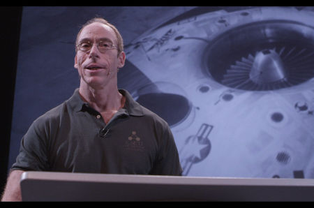 Il medico e ufologo Steven Greer, promotore del Disclosure Project, uno dei primi progetti di re-informazione del pubblico sulla consistenza del fenomeno UFO