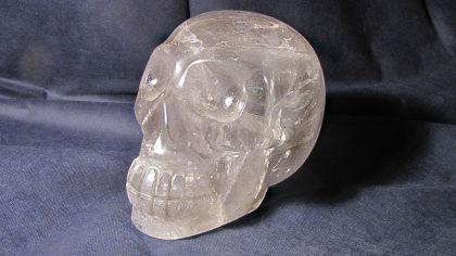Teschio di cristallo di rocca della civiltà Maya intagliato in un unico pezzo, più di 1000 anni fa, con tecniche ancora oggi ritenute inspiegabili